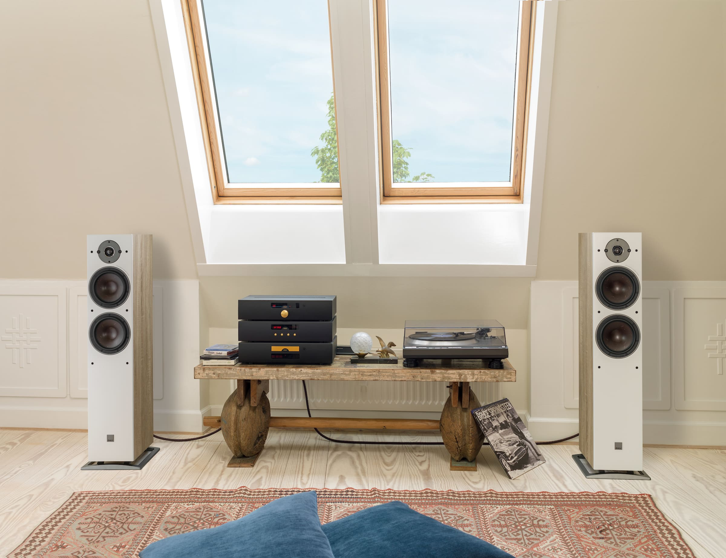 OBERON-7-Light-Oak-stereo